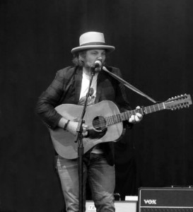 jeff_tweedy_of_wilco-americanarma-tampa-kisses_and_noise
